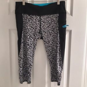 Cropped lululemon athletic leggings